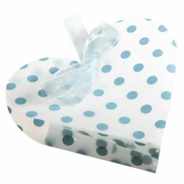 4 geschenkverpakkingen wit hart met blauwe stippen