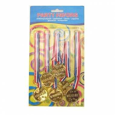 6 plastic medailles
