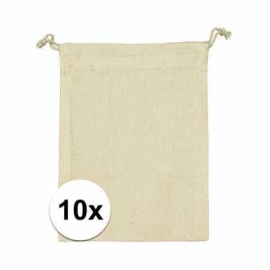Afgeprijsde 10 x voordelige beige katoenen uitdeelzakjes 10 x 14 cm