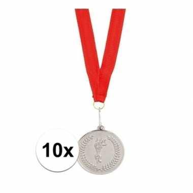 Afgeprijsde 10x zilveren medailles aan rood halslint