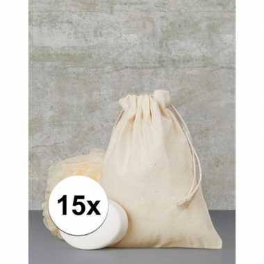 Afgeprijsde 15 x voordelige beige cadeau tasjes 15 x 20 cm