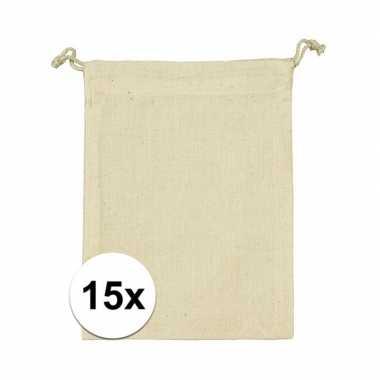 Afgeprijsde 15 x voordelige beige katoenen uitdeelzakjes 10 x 14 cm