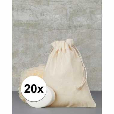Afgeprijsde 20 x voordelige beige cadeau tasjes 15 x 20 cm