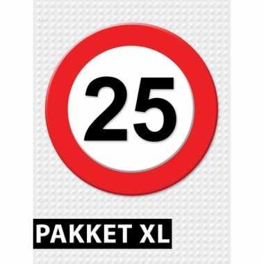 Afgeprijsde 25 jaar verkeersbord versiering xl pakket