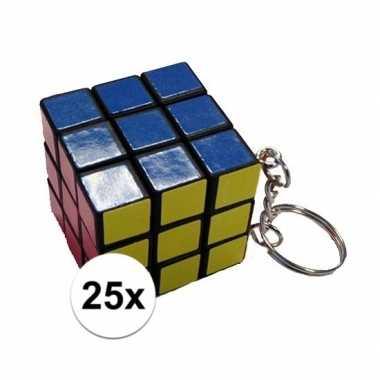 Afgeprijsde 25x mini kubus spelletjes 3 cm aan sleutelhanger