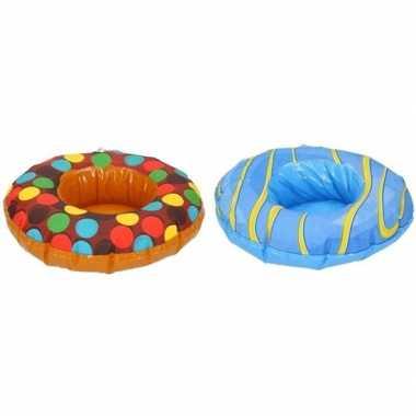 Afgeprijsde 2x feest opblaas donuts bruin/blauw 18 cm bekerhouders vo