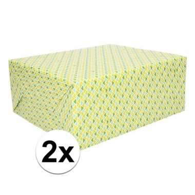 Afgeprijsde 2x inpakpapier gele en groene driehoeken