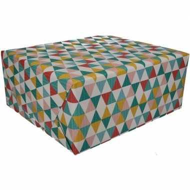 Afgeprijsde 2x kadopapier driehoek type 6 70 x 200 cm