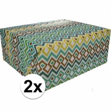 Afgeprijsde 2x kadopapier gekleurd type 3 70 x 200 cm