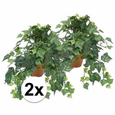 Afgeprijsde 2x nep klimop plant groen in terracotta pot kunstplant