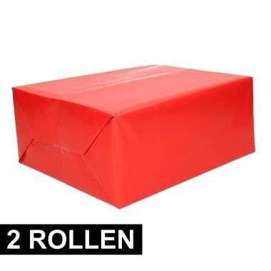 Afgeprijsde 2x rollen cadeaupapier rood 70 x 200 cm
