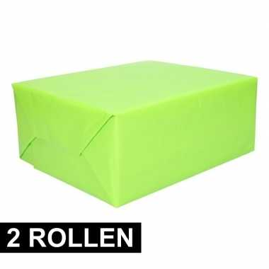 Afgeprijsde 2x rollen inpakpapier lime groen 200 cm
