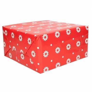Afgeprijsde 3 rollen cadeaupapier rood bloemen 70 x 200 cm