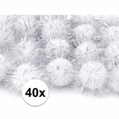 Afgeprijsde 40x witte decoratie pompons 20 mm