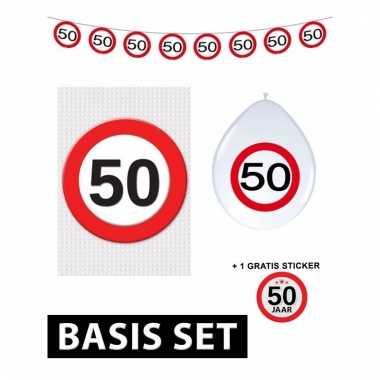 Afgeprijsde 50ste verjaardag versiering pakket verkeersbord basic