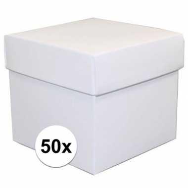 Afgeprijsde 50x vierkante witte kadootjes/cadeautjes 10 cm