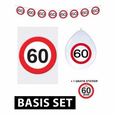 Afgeprijsde 60ste verjaardag versiering pakket verkeersbord basic