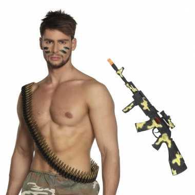 Afgeprijsde leger verkleedsetje camouflage geweer en kogelriem
