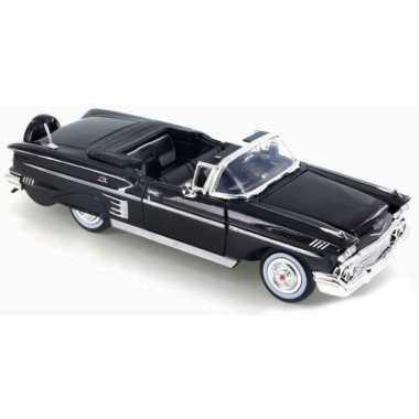 Afgeprijsde model auto chevrolet impala cabriolet 1958 1:24