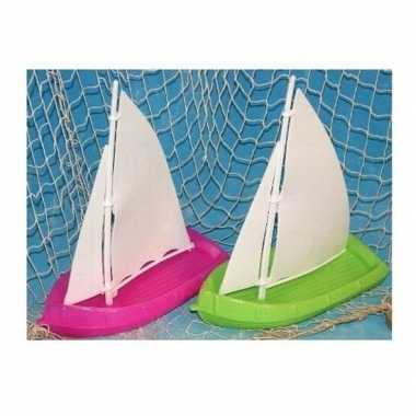 Afgeprijsde speelgoed zeilbootjes groen