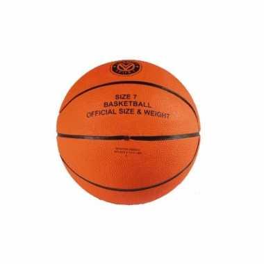Basketbal in officiele maat en gewicht