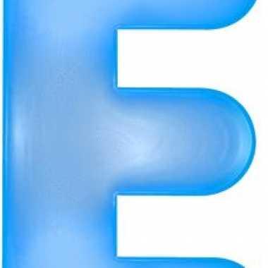 Blauwe opblaasbare letter e