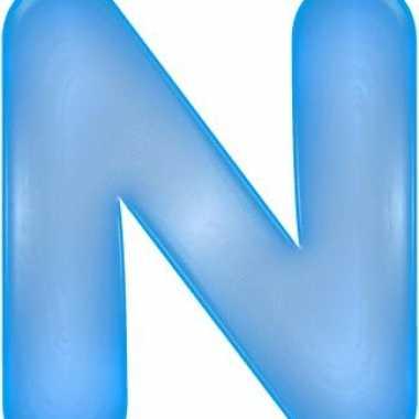 Blauwe opblaasbare letter n