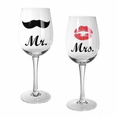 Bruidspaar wijnglazen 2st.