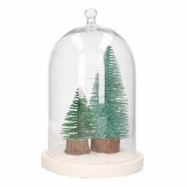 Diy kerstdecoratie stolp met kerstboompjes groen