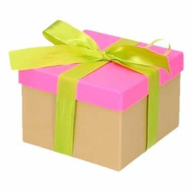 Etalage versiering neon roze cadeauverpakking doosje met lichtgroen s