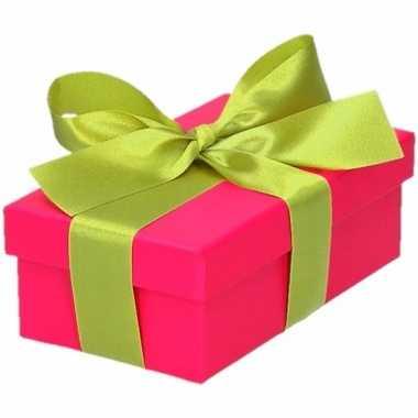 Etalage versiering roze cadeauverpakking doosje met lichtgroen strikj