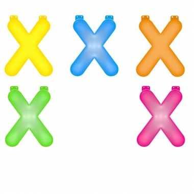 Gekleurde opblaas letters x