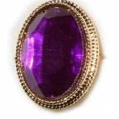 Gouden ring met paarse edelsteen