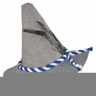 Grijze muts met blauw-wit koord