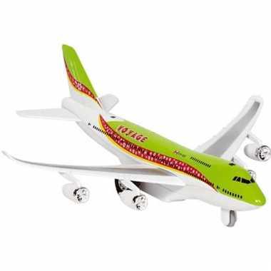 Groen model vliegtuig met licht en geluid