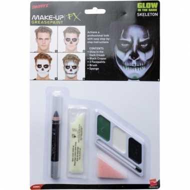 Halloween glow in the dark make-up skelet
