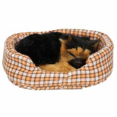 Herdershond puppy knuffeltje in mand 11 cm