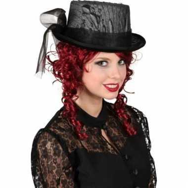 Hoge hoed met zwart kant