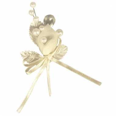 Huwelijks corsage ivoorkleurige organza bloemen