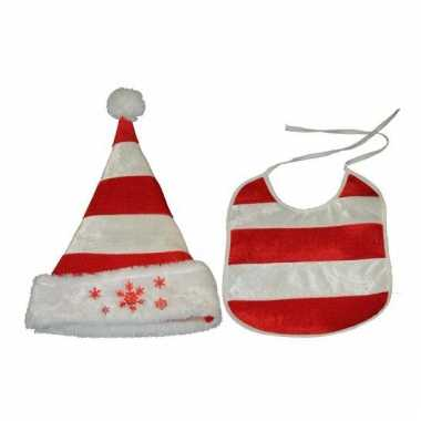 Kerstmuts en slab voor een baby