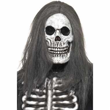 Luguber doodshoofd masker met haar