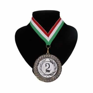 Medaille nr. 2 halslint rood wit en groen