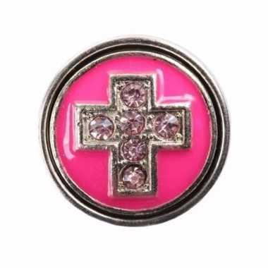 Metalen chunk roze met kruis 1,8 cm
