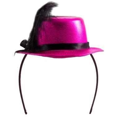 Metallic roze hoedje op tiara