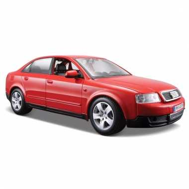 Model auto audi a4 rood 1:24