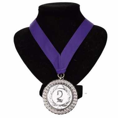 Nr. 2 aan halslint paars