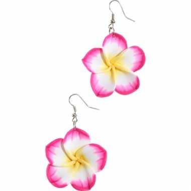 Oorbellen met roze tropische bloemen