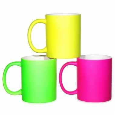 Opvallende neon koffiemokken