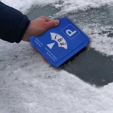 Parkeerschijf met ijskrabber en winkelwagenmuntjes