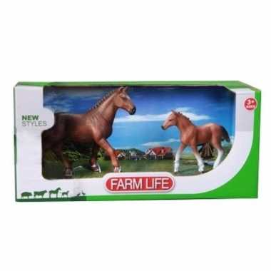 Plastic mustang paard met veulen